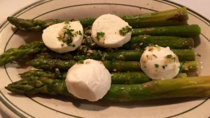 "Asparagus ""salad"" with mozzarella."